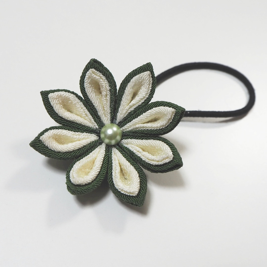 Tsumami flower hair tie